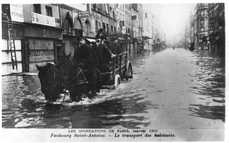 Les Inondations de Paris, Janvier 1910. Shop situated at 84, Rue Faubourg Saint-Antoine