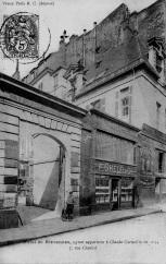 F. Ghelfi & Cie., 7 Rue Charlot, Paris. Text of the postcard/Text der Postkarte: Vieux Paris B.C. (dépose), 85. - Hotel de Brévannes, ayant appartenu à Claude Corneille en 1634, 7 Rue de Charlot