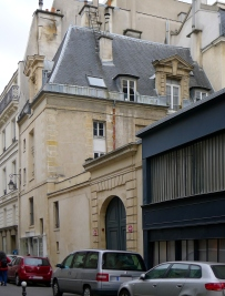 Paris III, Rue Charlot n°7 Hôtel Cornuel. By Mbzt (Own work) [GFDL (http://www.gnu.org/copyleft/fdl.html) or CC BY 3.0 (http://creativecommons.org/licenses/by/3.0)], via Wikimedia Commons